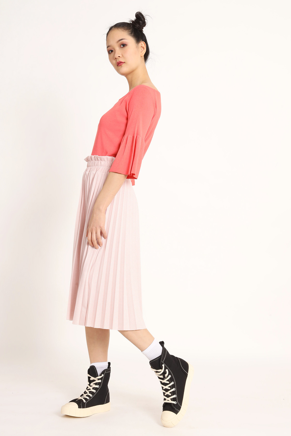 Pleated Skirt With Curled Waist