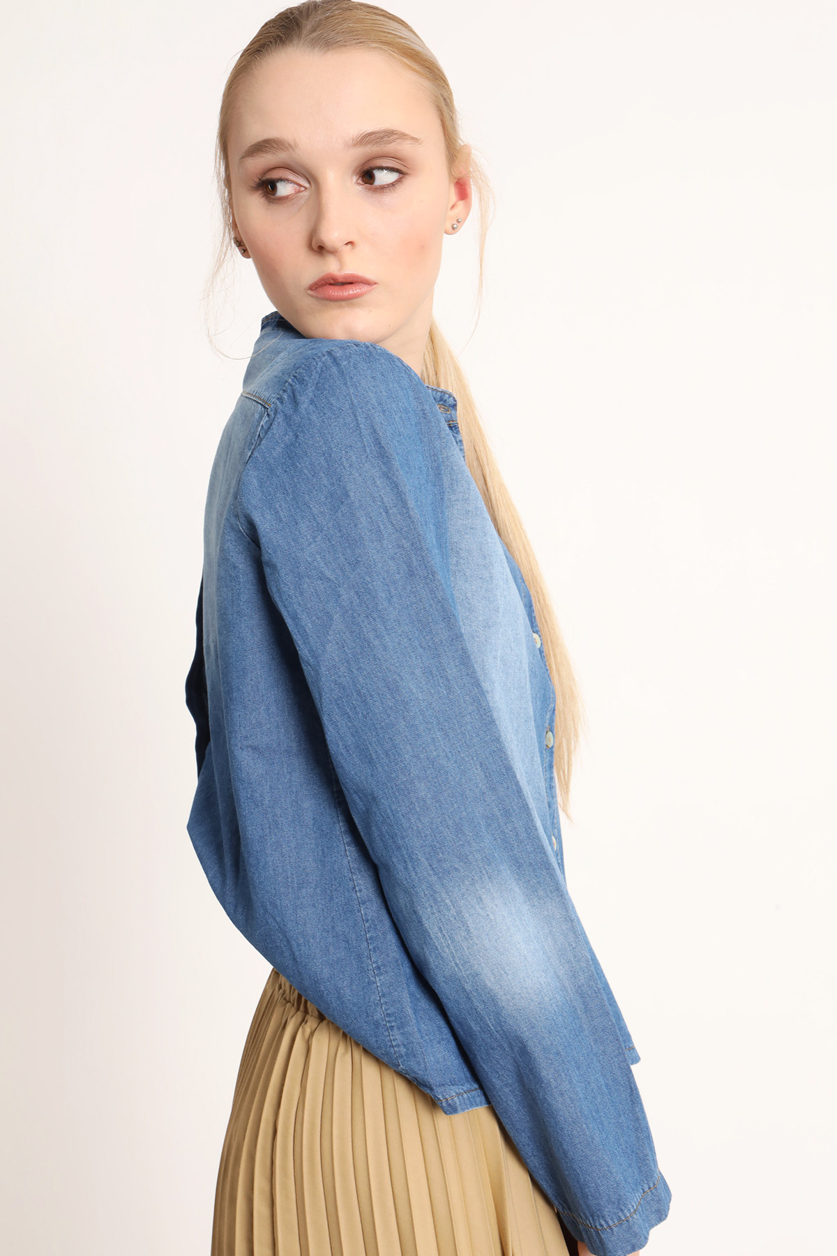 Chambray Shirt with Double Buttoning