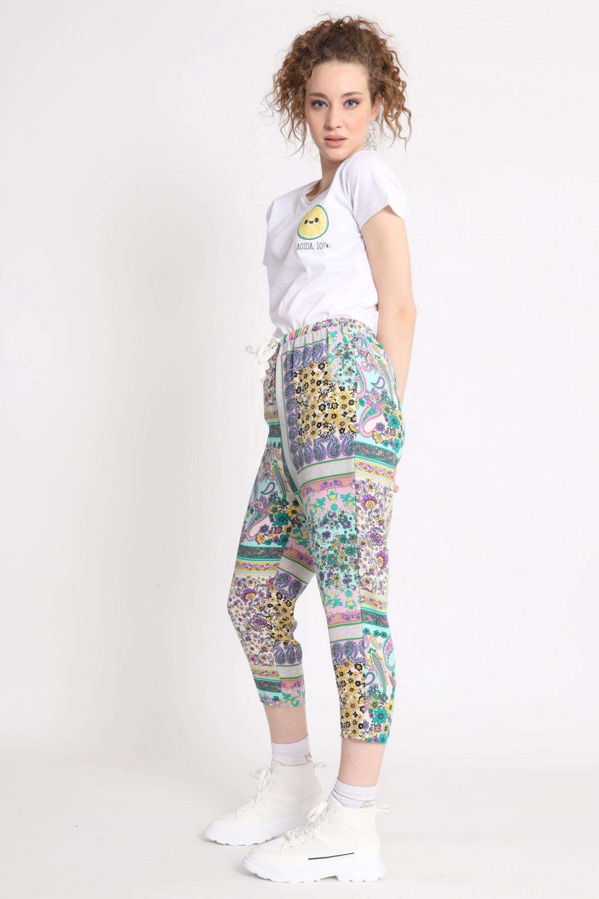Cashmere and Flowers Patterned Drawstring Trousers