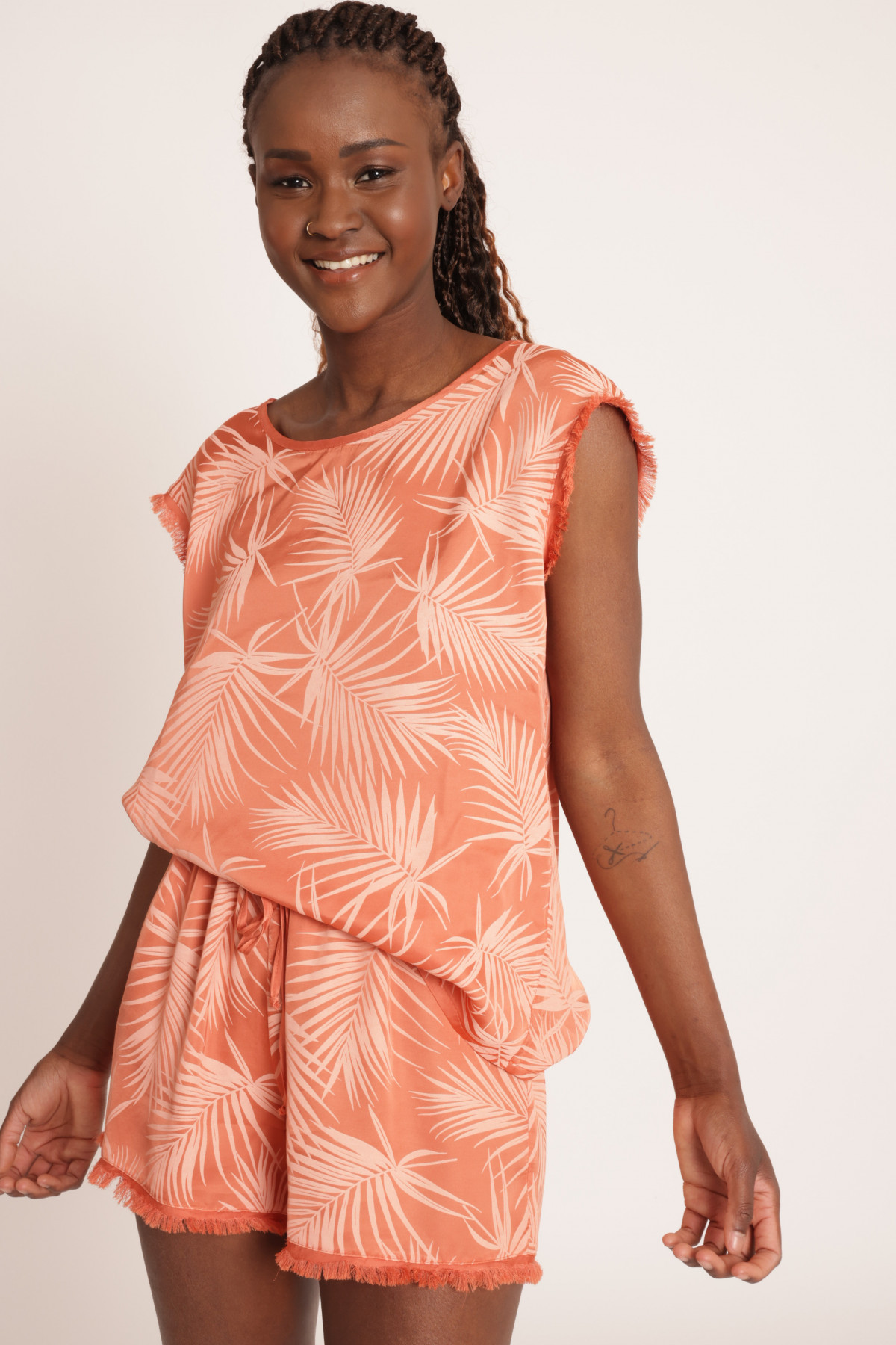 Sleeveless and Fringed Blouse in Palm Fantasy Print