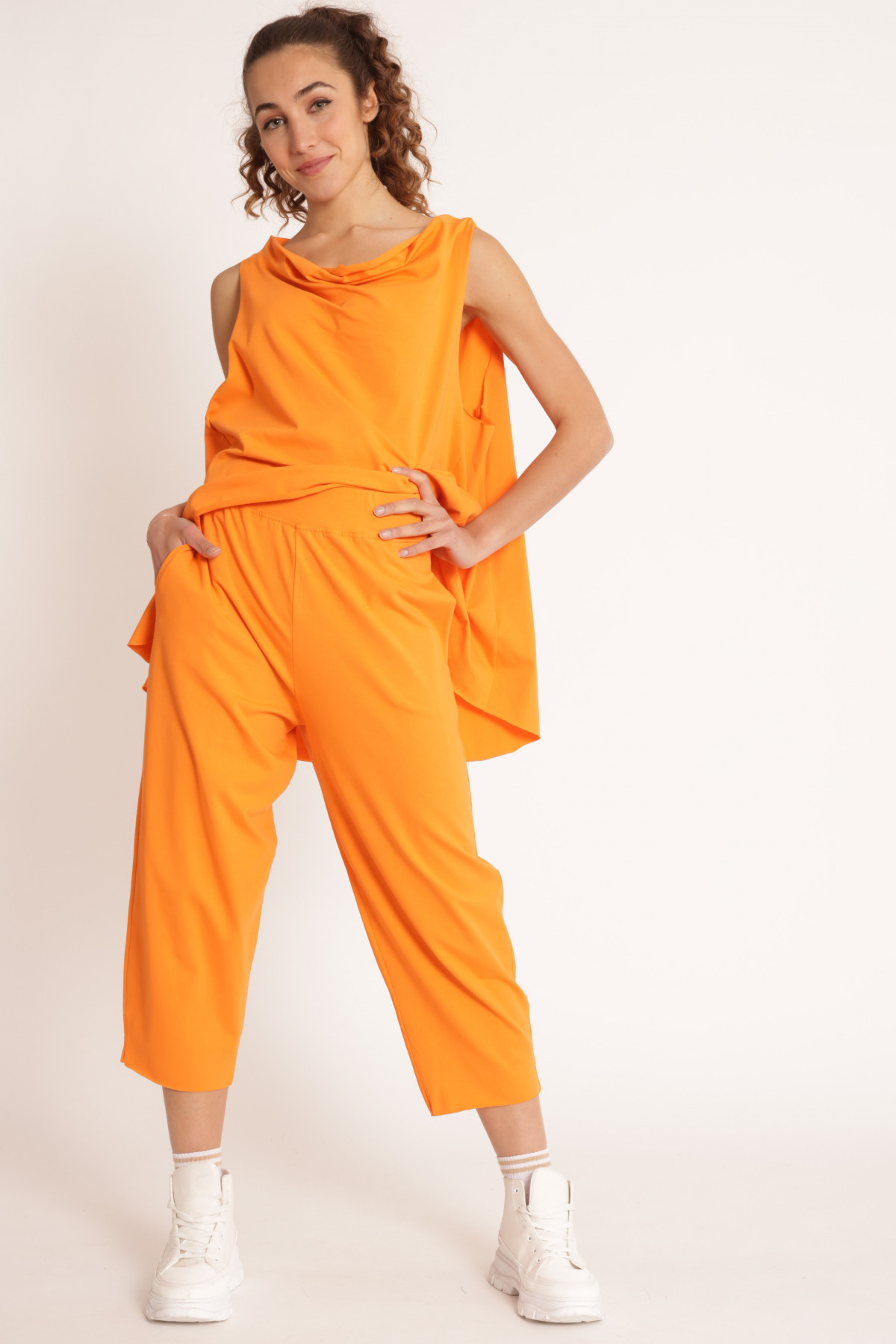 Cropped Egg Trousers