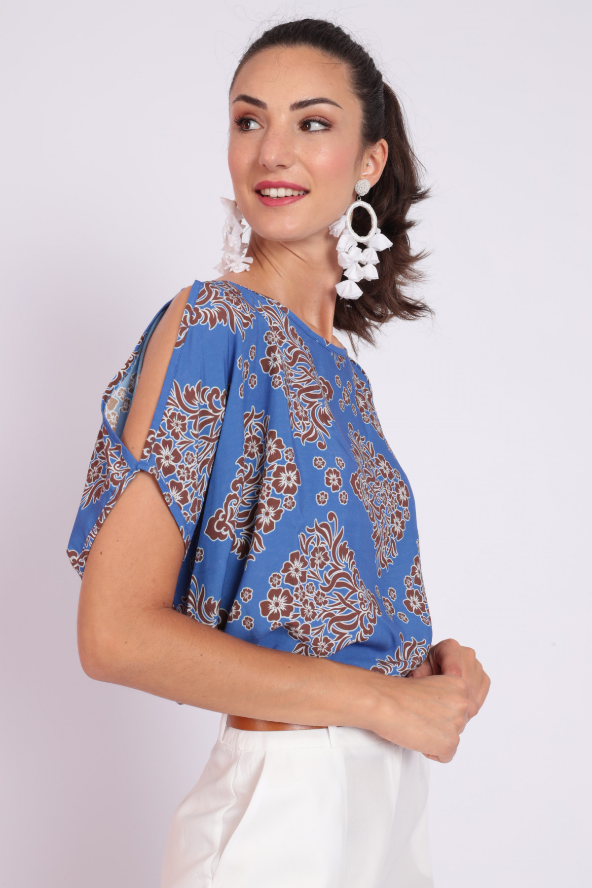 Blouse with Open Shoulder in Damask Print