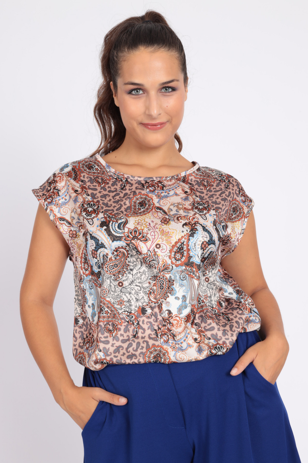 Sleeveless Blouse in Cashmere Fantasy Print