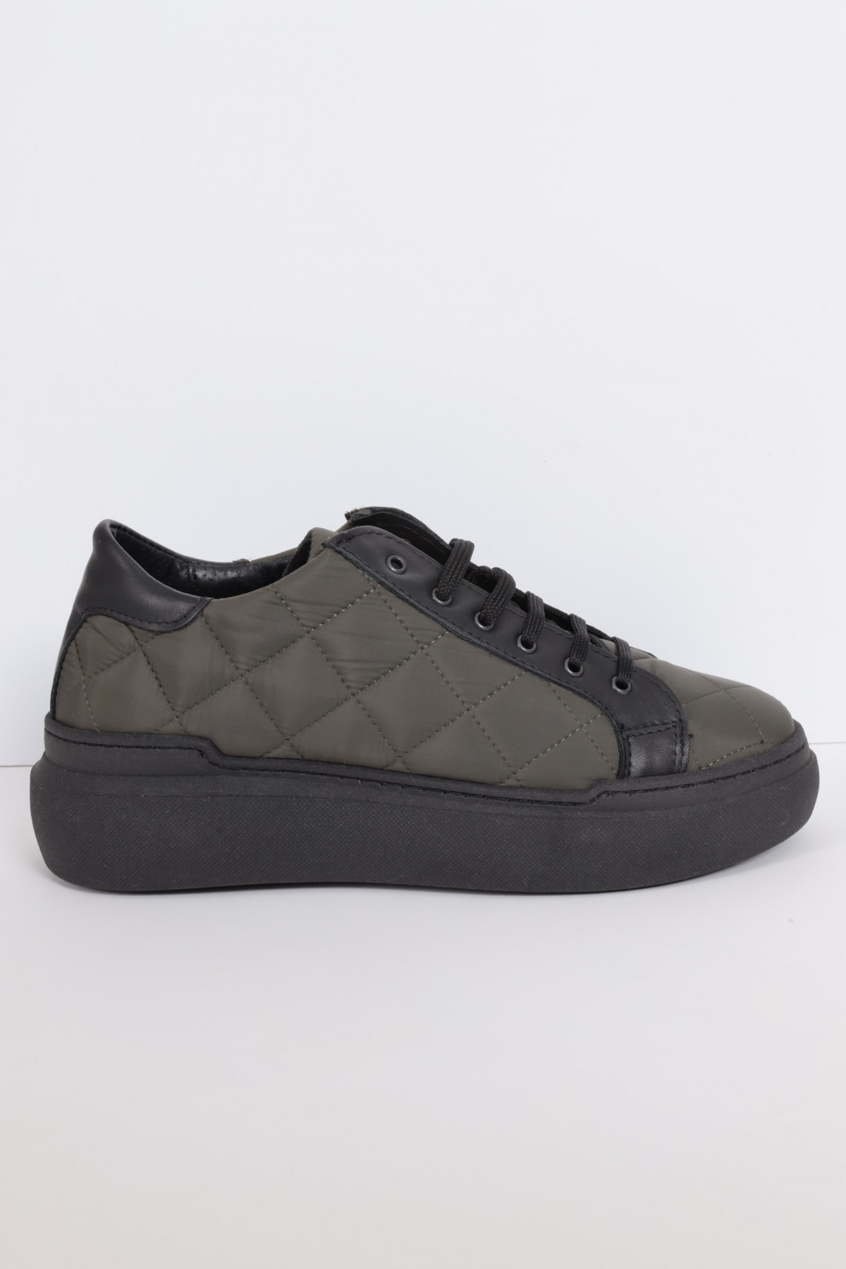 Double bottom sneakers in genuine leather with quilt