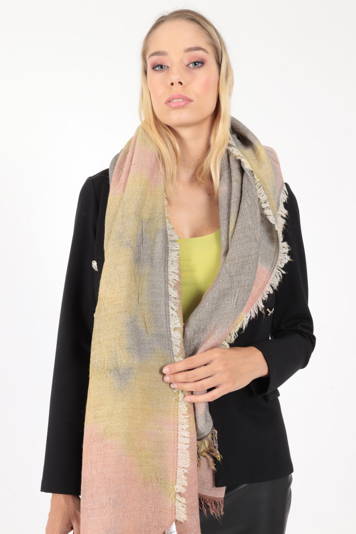 Scarf with Fringes in Badly Dyed Pattern