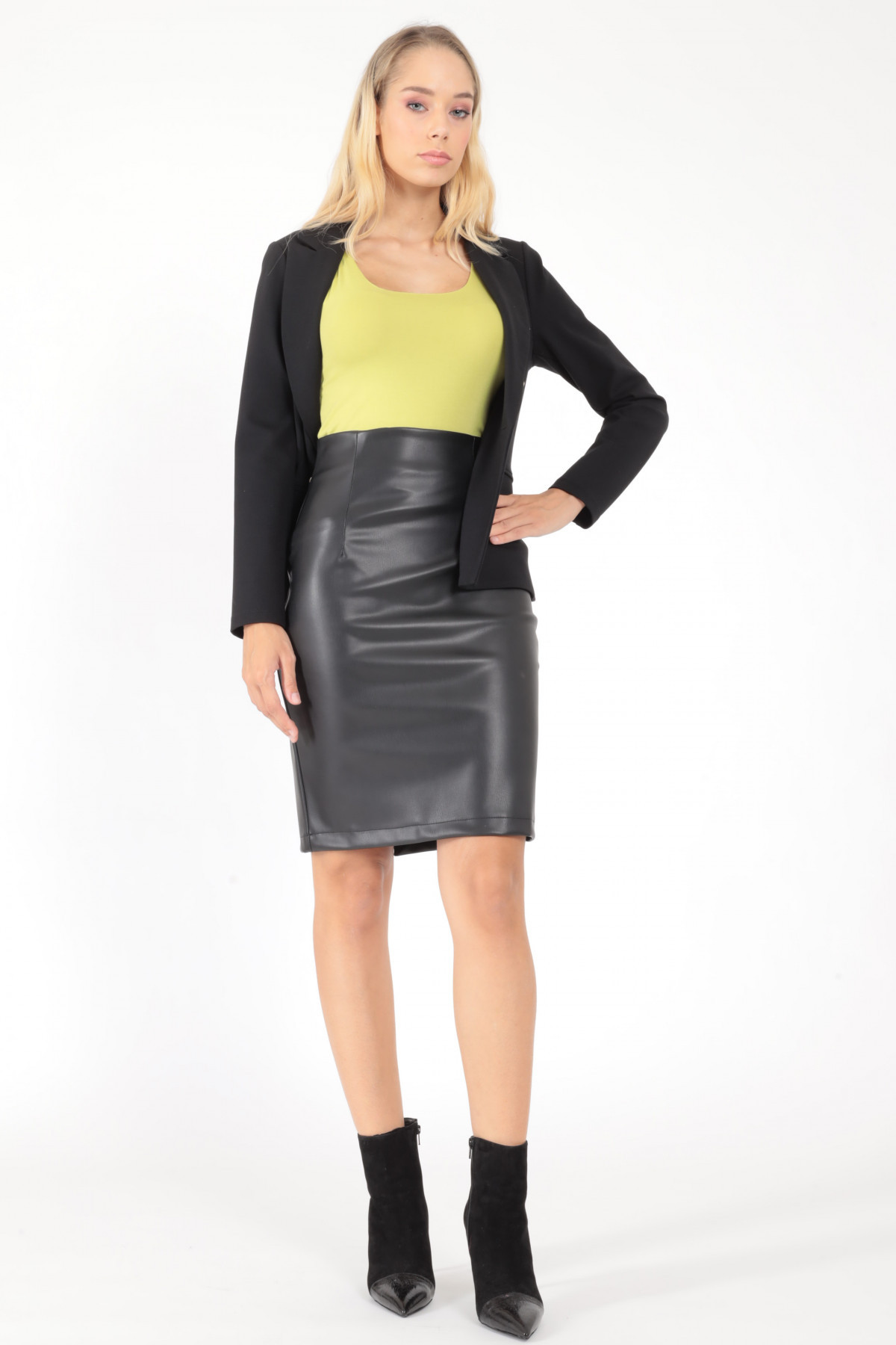 Lounguette with back slit in eco-leather