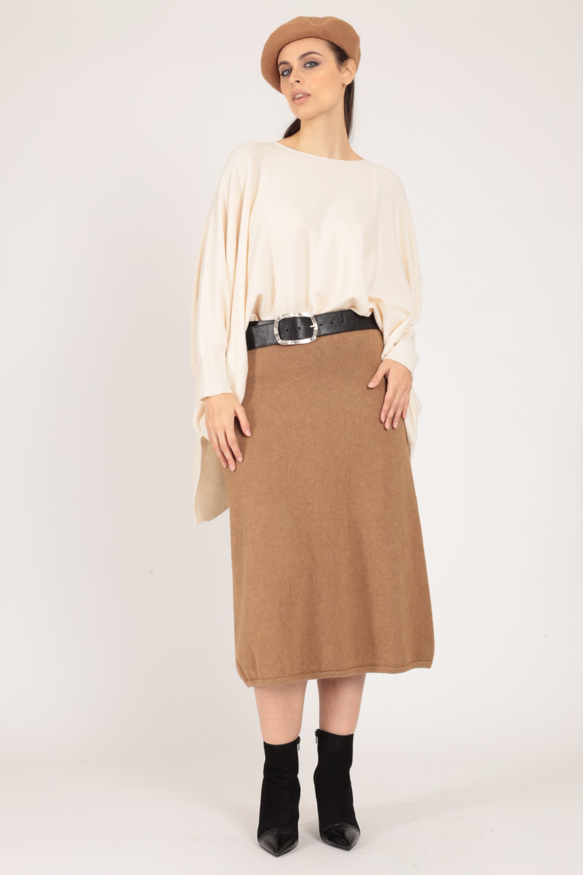 Knitted skirt with drawstring