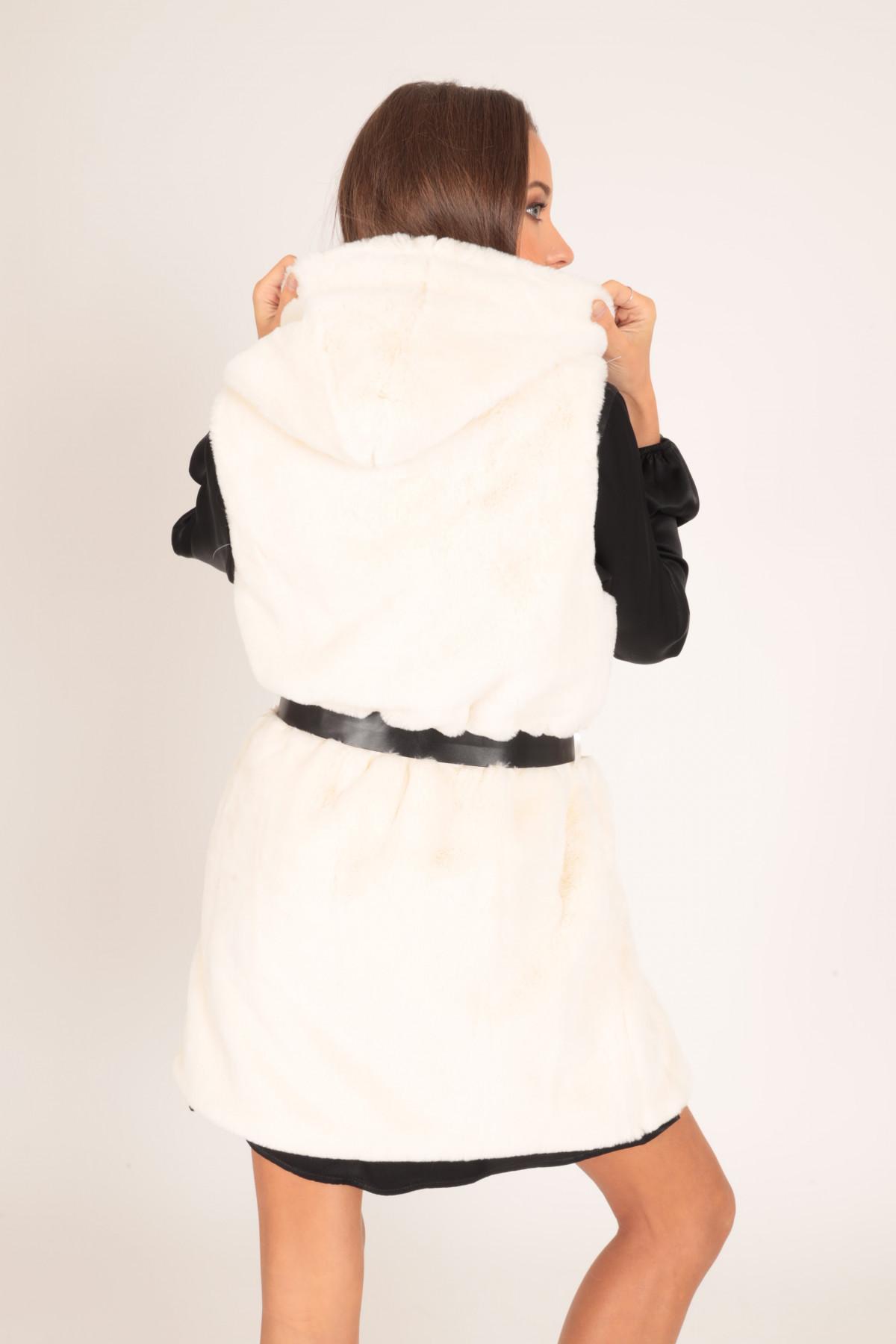 Hooded vest in faux fur