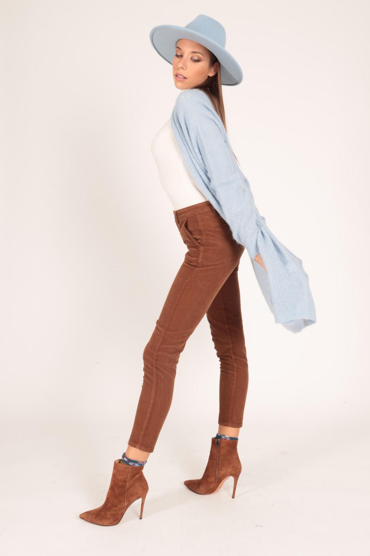 Pantaloni Skinny Chino in Costina di Velluto